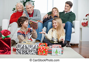 familie, hos, gaver christmas, hjem hos