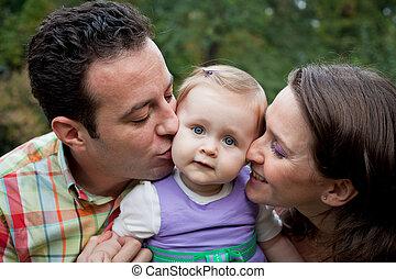 familie liefde, -, ouders, kus, voor, dochter