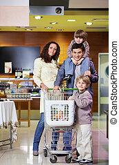familie, mit, käufe, in, laden