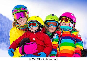 familie, mit, kinder, auf, winter, fahren ski urlaub