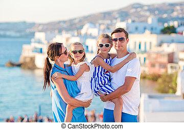 stadt kinder familie nehmen griechenland vater urlaub stockfotos suche foto clipart. Black Bedroom Furniture Sets. Home Design Ideas