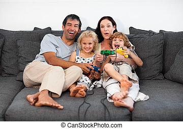 familie, på, sofa, boldspil spille video