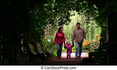 familie, silhouette, in, pflanze, tunnel