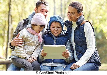 familie, tablette, sitzen, lager, bank, pc
