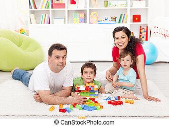 familie zeit, -, junger, eltern, mit, zwei, kinder, spielende