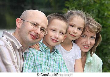 familie zwei kindern, in, früh, herbst, park, bei, pond., fokus, auf, wenig, boy\'s, face.