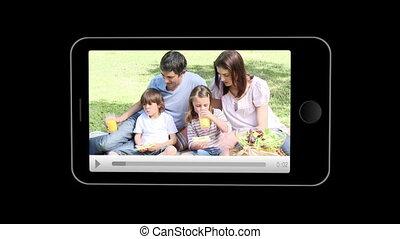 families, показ, смартфон, relaxin