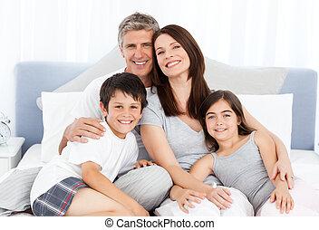 familj, att ligga besegrar, på, deras, säng