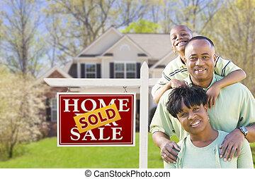 familj, hus, såld skylt, amerikan, afrikansk, främre del