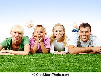 familj, på, gräsmatta