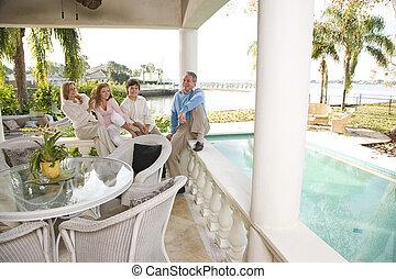 familj, på semester, avkopplande, på, terrassera