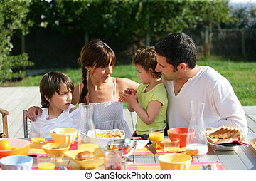 familj, solig dag, utanför, brunch, ha