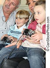 familj, spelande video vilt
