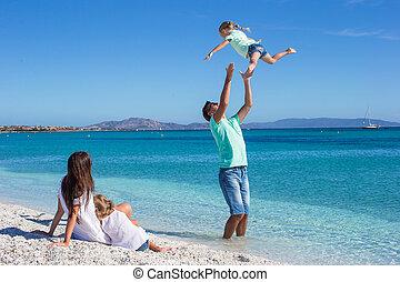 familj, tropisk, ha gyckel, strand, lycklig