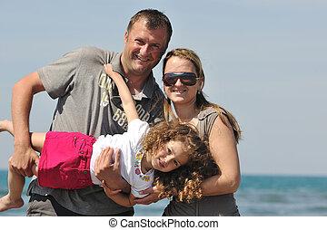 familj, ung, ha gyckel, strand, lycklig