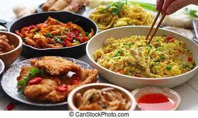 famille, asiatique, concept, plats, nourriture., entiers, bols, plaques, repas, oriental, casseroles, savoureux