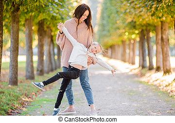 famille, avoir, automne, maman, dehors, amusement, jour, gosse