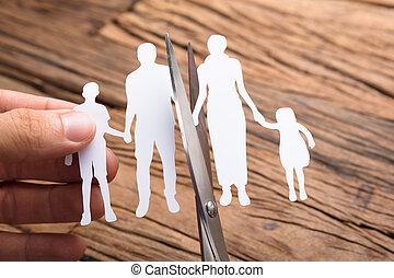 famille, bois, sur, main, papier, découpage, table