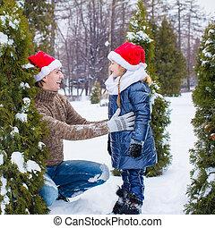 famille, chapeaux, arbre, santa, dehors, noël, heureux