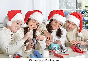 famille, chapeaux, préparer, santa, noël, heureux