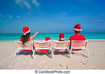 famille, chapeaux, quatre, santa, plage, rouges, heureux