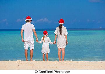 famille, chapeaux, trois, santa, plage, heureux
