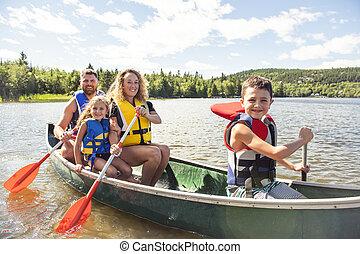 famille, dans, a, canoë, sur, a, lac, amusant