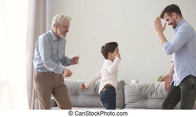 famille, danse, hommes, trois, amusement, maison, avoir, ...