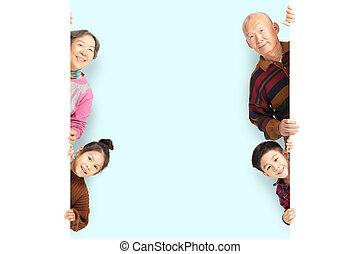 famille, derrière, poser, planche, vide, blanc, heureux