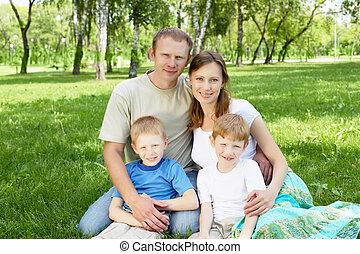 famille, ensemble, dans parc