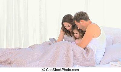 famille, ensemble, lit, gentil