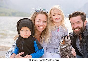 famille, ensoleillé, lac, portrait, jour, heureux