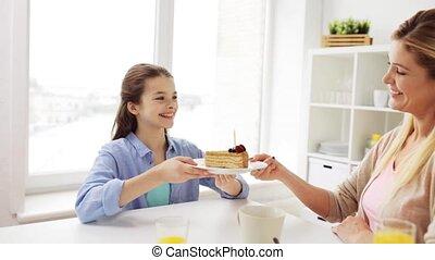 famille, gâteau anniversaire, cuisine maison, heureux