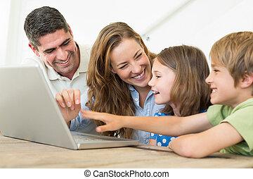 famille, gai, ordinateur portable, utilisation