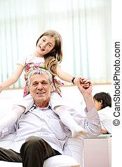 famille, grand-père, maison, enfants, homme aîné
