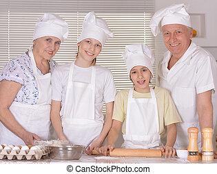 famille heureuse, cuisine, ensemble