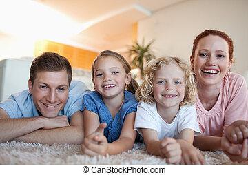 famille heureuse, moquette