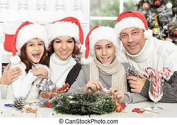 famille, heureux, préparer, santa, noël chapeaux