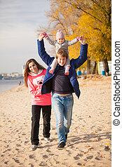 famille, jeune, automne, amusement, plage, avoir