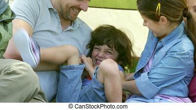 famille, leur, amusement, tente, avoir, heureux