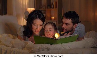 famille, lit, livre, maison, lecture, heureux