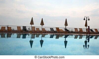 famille, matin, pattes, girl, long, piscine