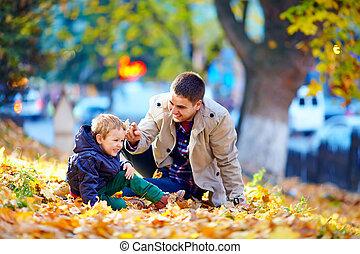 famille, parc, automne, rire, amusement, avoir