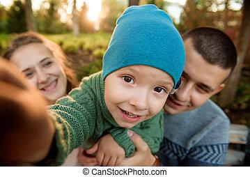 famille, parc, père, promenade, automne, mère, bébé, heureux