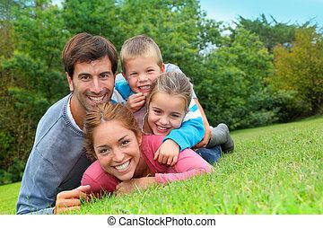 famille, pays, pose, champ, portrait, heureux