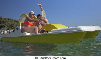 famille, prendre, tampon, pédale, selfie, bateau
