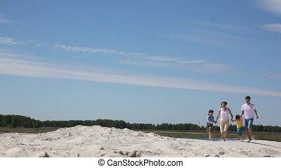 famille quatre, courses, sur, sable