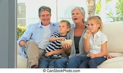 famille, regardant télé