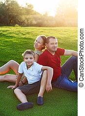 famille, séance, parc, fils, herbe, heureux