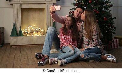 famille, selfie, gai, confection, maison, noël